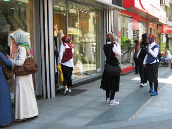 Women in Istabul. photo by Banu Gökarıksel.
