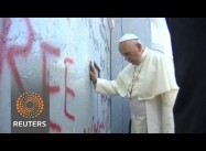 Pope Francis Calls for Palestinian State, Prays at Aparheid Wall