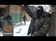 Hamas forces join fight against ISIL in Damascus refugee camp