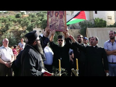 Palestinian Christians Clash with Israeli Soldiers after Sunday Mass over Bethlehem Confiscations