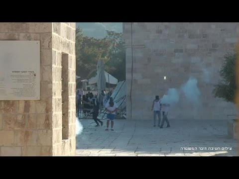 Jerusalem: Abbas warns Int'l leaders of 'danger' over Israeli-Palestinian clashes at Aqsa Mosque
