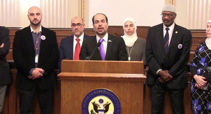 Ted Cruz turns away delegation of own Muslim Constituents, Smears them as 'Extremists'