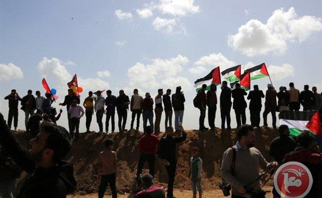 In Photos: Thousands of Palestinians in Gaza March at Border for Return
