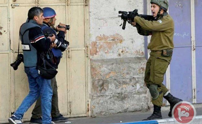 Palestinian Journalists Condemn Israeli Bill Criminalizing Photography of Soldiers
