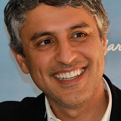 Author Reza Aslan threatened by Israeli Border Authorities with Family Separation