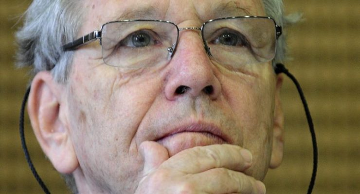 Amos Oz, Renowned Israeli Novelist and Critic of Expansionist Right, Dies at 79