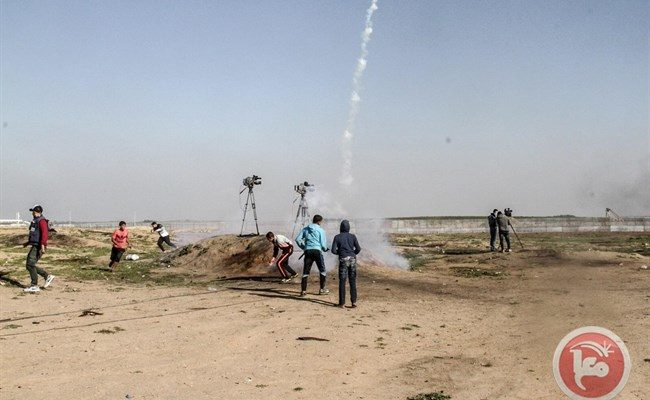 Israeli Snipers Shoot, Wound 30 unarmed Peaceful Palestinian Protesters on Gaza Side of Border